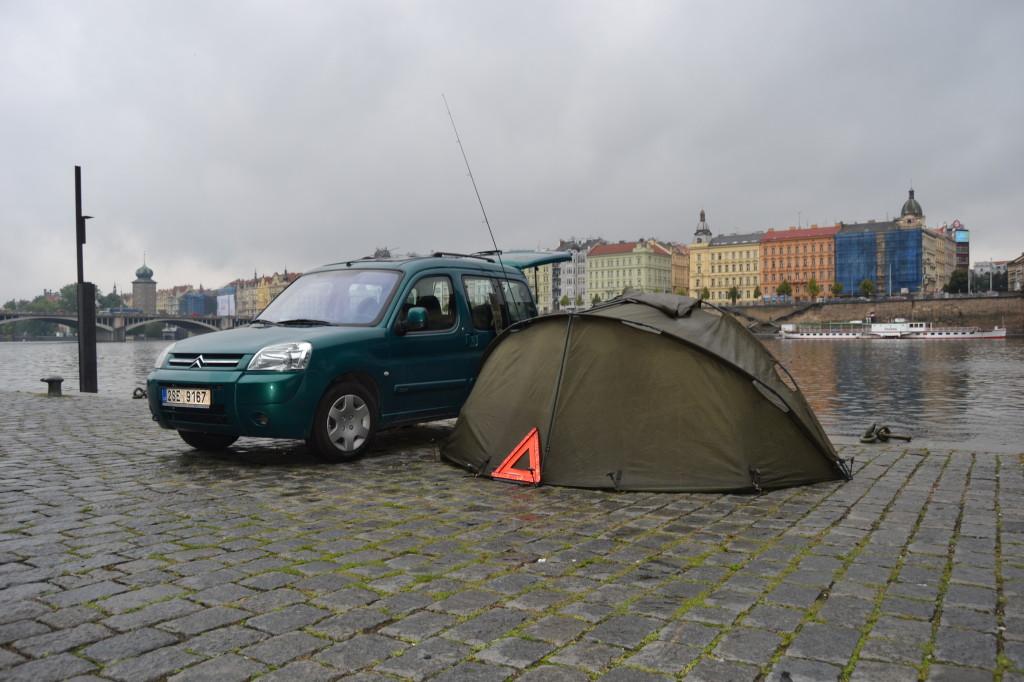 Slámiš poprvé na Vltavě